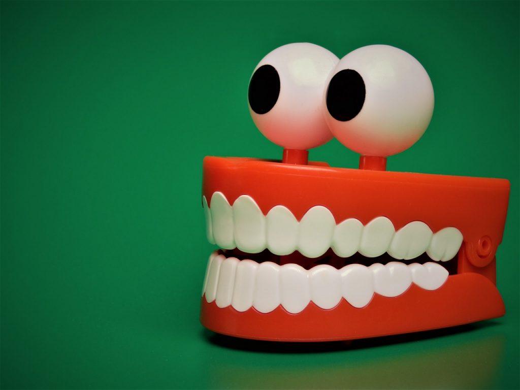 replacing-missing-teeth-with-false-teeth